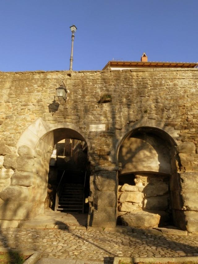 etruscan gate cortona